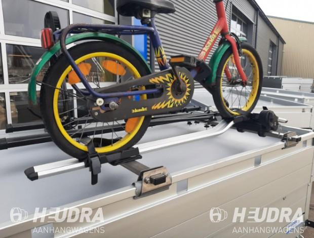 dakdragers-op-bagagewagen-met-thule-fietsendragers