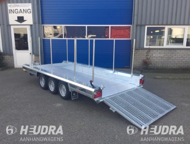 hulco-terrax-3-machinetransporter-met-bomenrongen