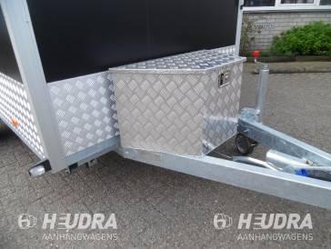 Aluminium tranenplaat kist op aanhangwagen