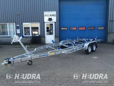 Vlemmix boottrailer afmetingen 840x255cm 3500kg uitvoering boottrailer