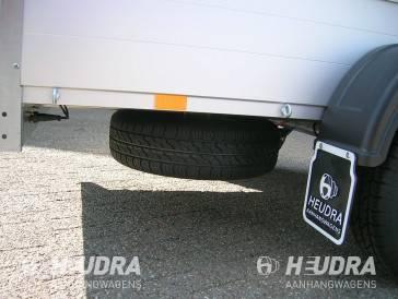Reservewiel gemonteerd onder GT aanhangwagen